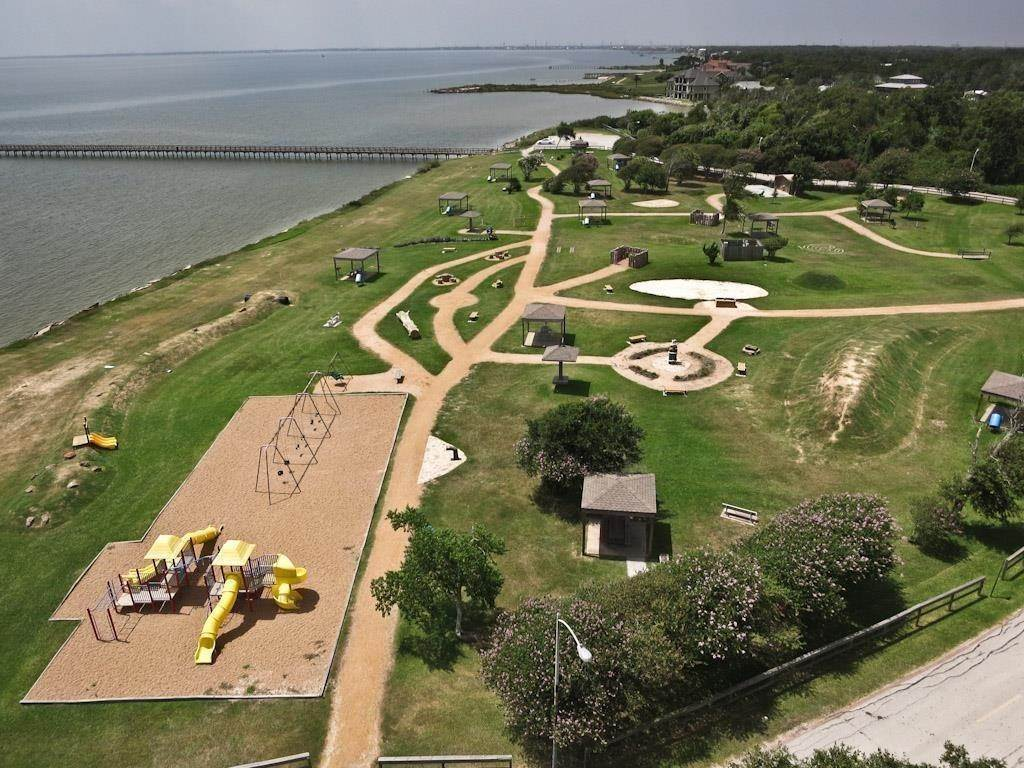 25. Single Family Homes for Rent at 614 Pine Gully Road #Loft 614 Pine Gully Road Seabrook, Texas 77586 United States