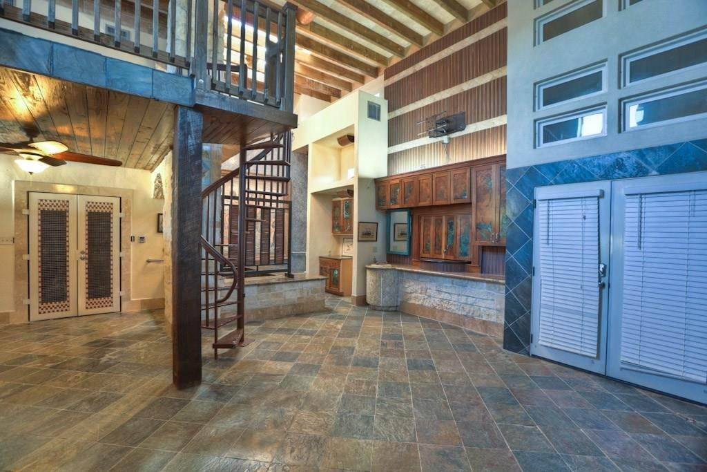 3. Single Family Homes for Rent at 614 Pine Gully Road #Loft 614 Pine Gully Road Seabrook, Texas 77586 United States