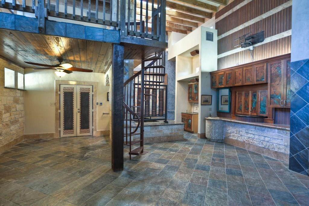 5. Single Family Homes for Rent at 614 Pine Gully Road #Loft 614 Pine Gully Road Seabrook, Texas 77586 United States