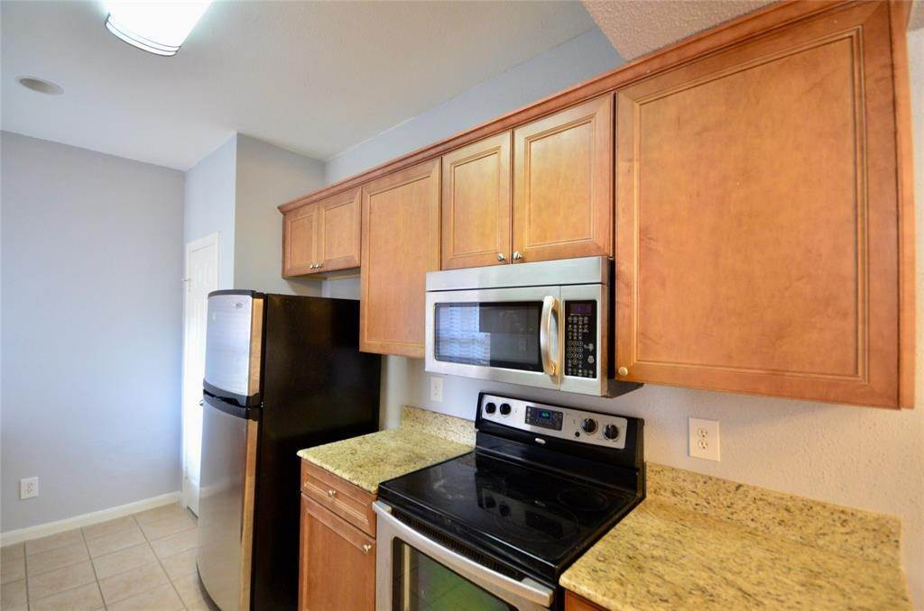 10. Condo / Townhouse for Rent at 2255 Braeswood Park Drive #305 2255 Braeswood Park Drive Houston, Texas 77030 United States