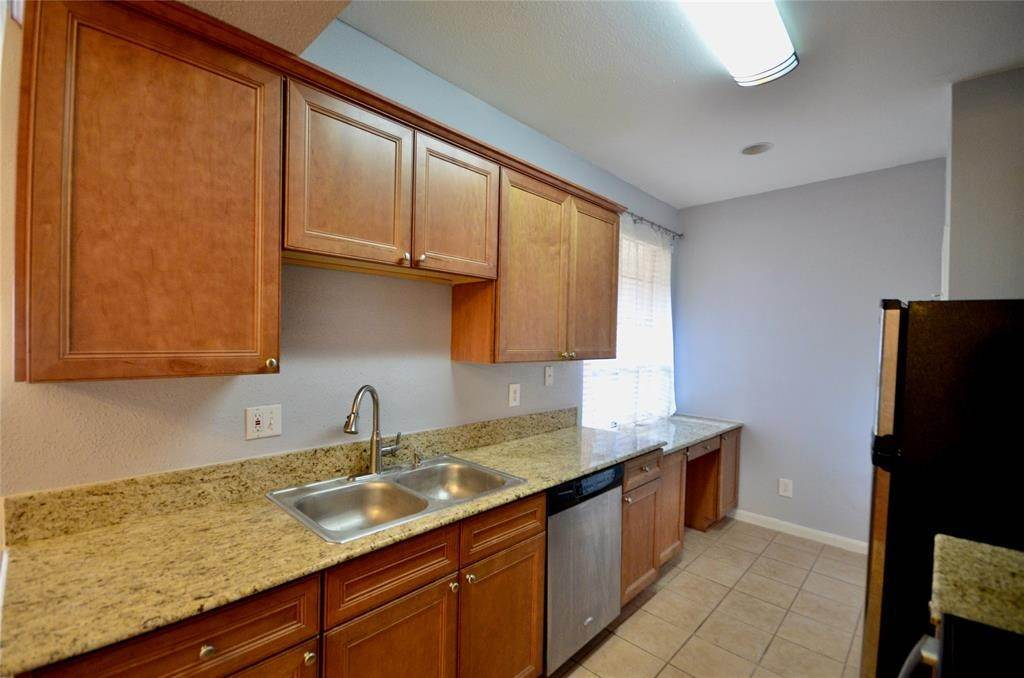 11. Condo / Townhouse for Rent at 2255 Braeswood Park Drive #305 2255 Braeswood Park Drive Houston, Texas 77030 United States