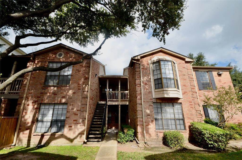 2. Condo / Townhouse for Rent at 2255 Braeswood Park Drive #305 2255 Braeswood Park Drive Houston, Texas 77030 United States