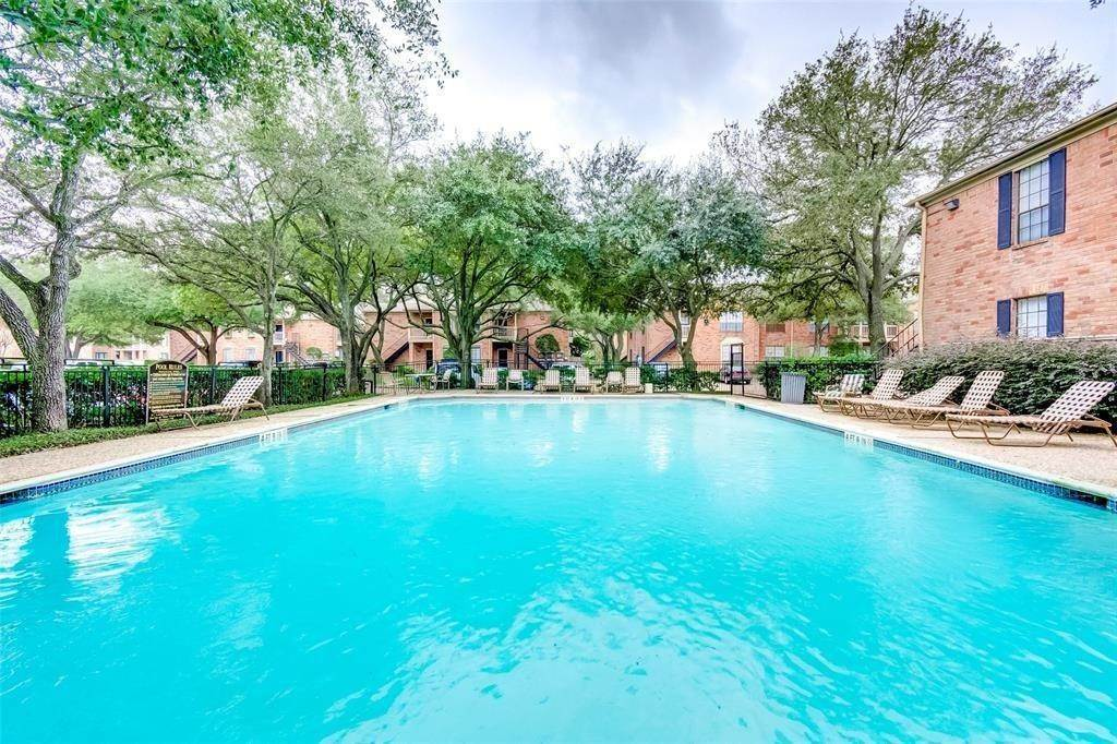 23. Condo / Townhouse for Rent at 2255 Braeswood Park Drive #305 2255 Braeswood Park Drive Houston, Texas 77030 United States