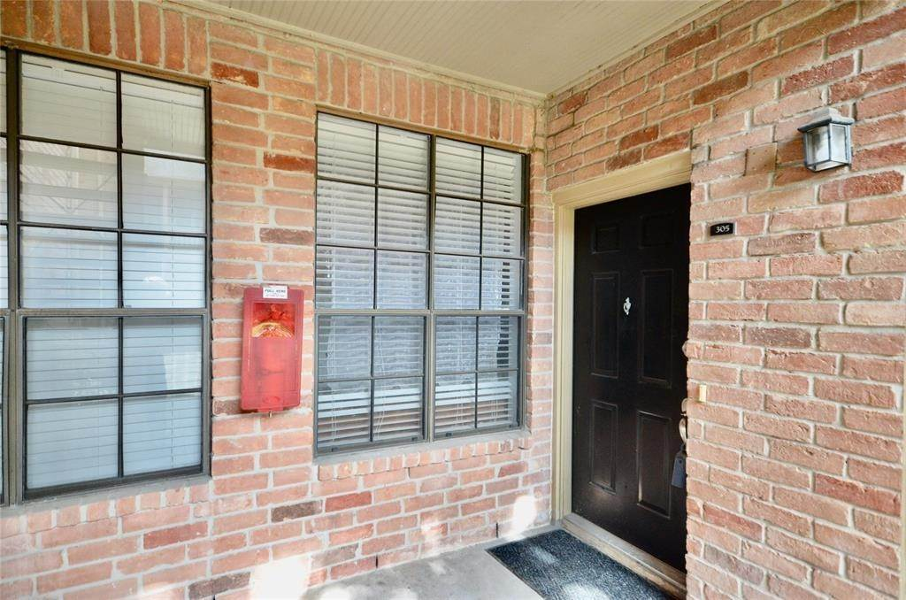 5. Condo / Townhouse for Rent at 2255 Braeswood Park Drive #305 2255 Braeswood Park Drive Houston, Texas 77030 United States