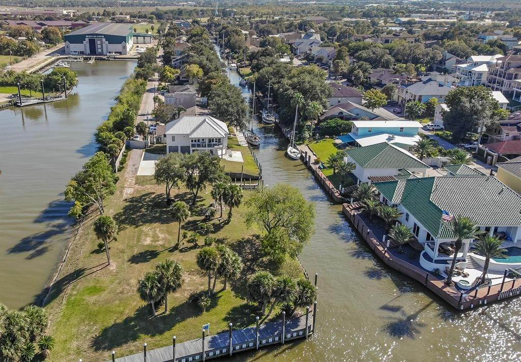 Single Family for Sale at 56 Lazy Lane Kemah, Texas 77565 United States