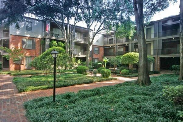14. High or Mid-Rise Condo for Rent at 2400 Yorktown Street #287 2400 Yorktown Street Houston, Texas 77056 United States