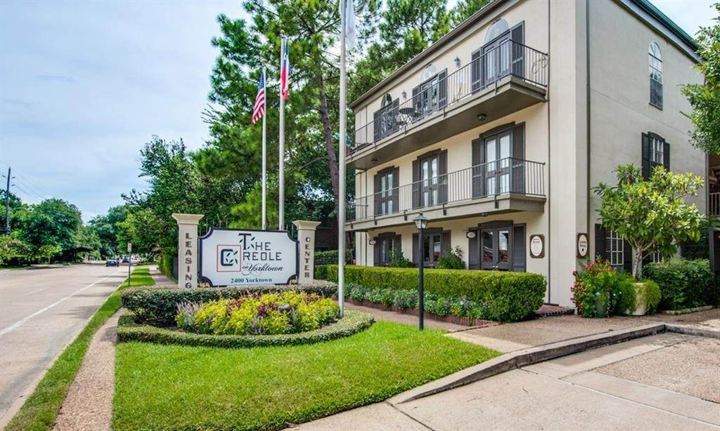 3. High or Mid-Rise Condo for Rent at 2400 Yorktown Street #287 2400 Yorktown Street Houston, Texas 77056 United States