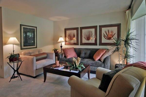 7. High or Mid-Rise Condo for Rent at 2400 Yorktown Street #287 2400 Yorktown Street Houston, Texas 77056 United States