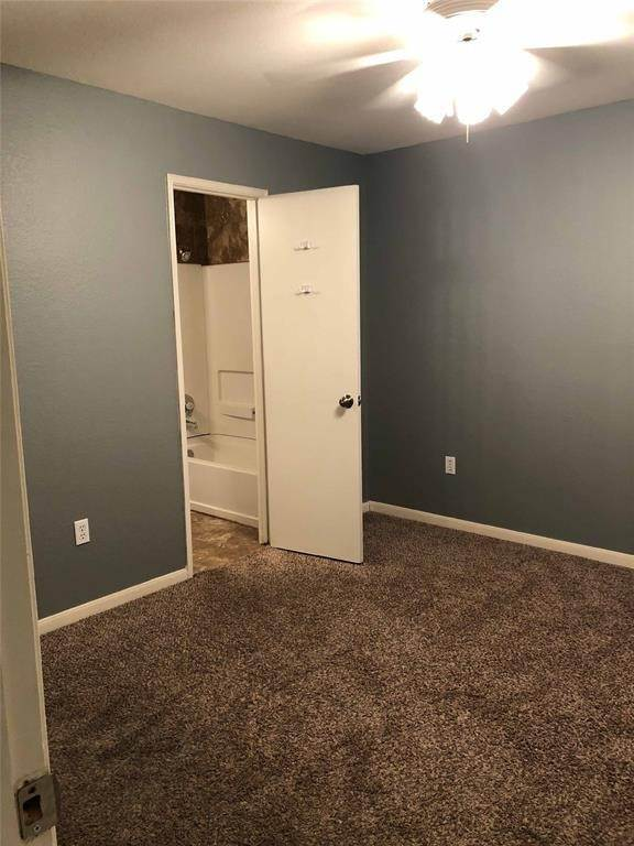 14. Condo / Townhouse for Rent at 521 Southwest Parkway #202 521 Southwest Parkway College Station, Texas 77840 United States