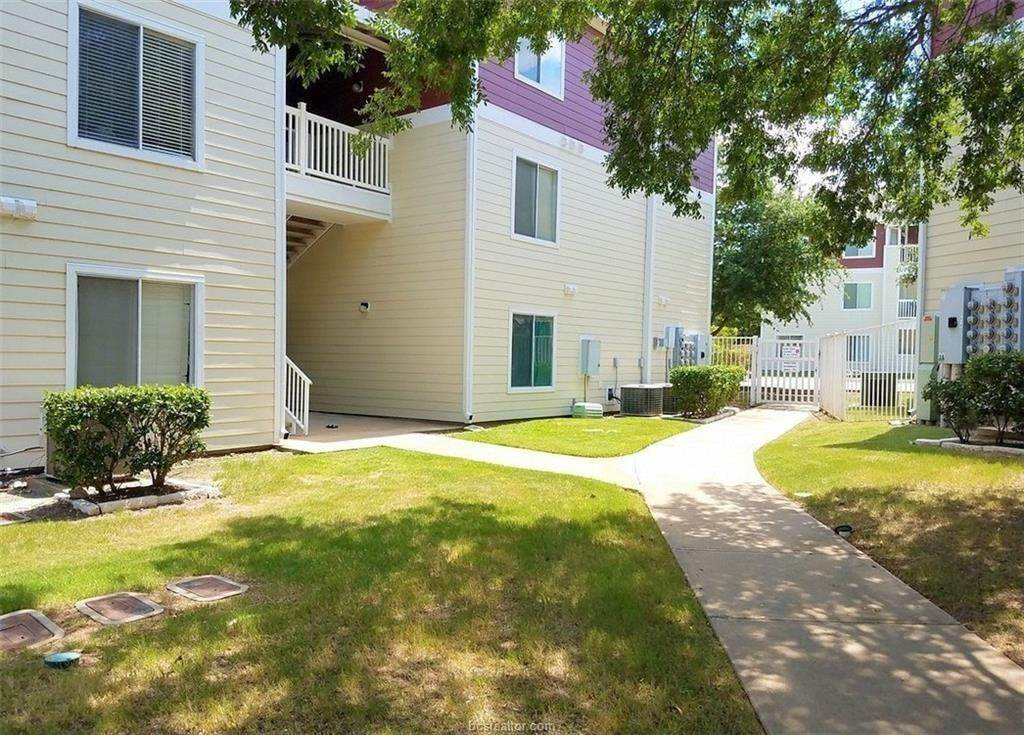 15. Condo / Townhouse for Rent at 521 Southwest Parkway #202 521 Southwest Parkway College Station, Texas 77840 United States