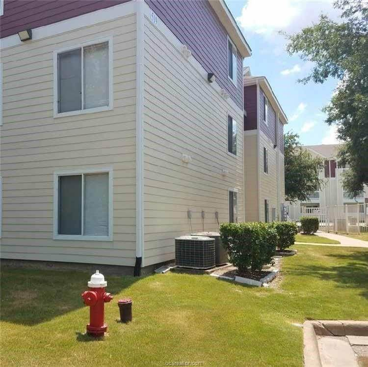 16. Condo / Townhouse for Rent at 521 Southwest Parkway #202 521 Southwest Parkway College Station, Texas 77840 United States