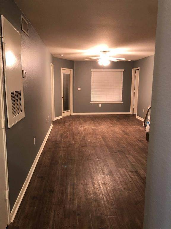3. Condo / Townhouse for Rent at 521 Southwest Parkway #202 521 Southwest Parkway College Station, Texas 77840 United States