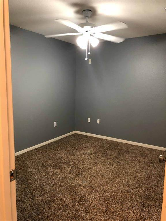 6. Condo / Townhouse for Rent at 521 Southwest Parkway #202 521 Southwest Parkway College Station, Texas 77840 United States