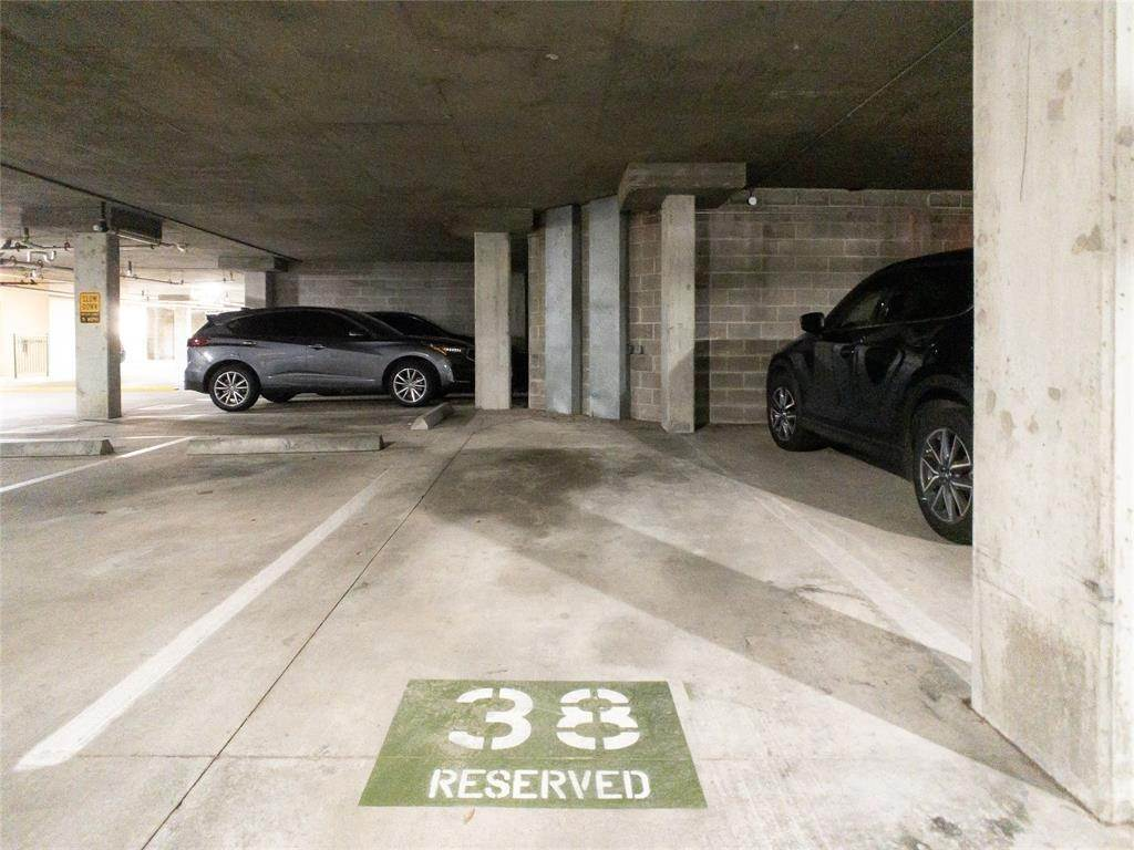25. High or Mid-Rise Condo for Rent at 2100 Welch Street #C312 2100 Welch Street Houston, Texas 77019 United States