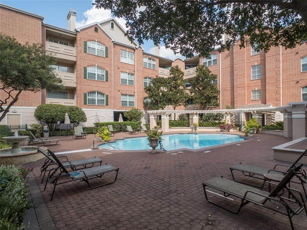 29. High or Mid-Rise Condo for Rent at 2100 Welch Street #C312 2100 Welch Street Houston, Texas 77019 United States