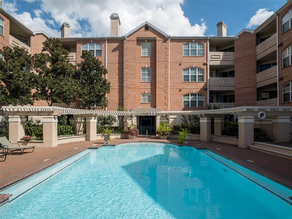 30. High or Mid-Rise Condo for Rent at 2100 Welch Street #C312 2100 Welch Street Houston, Texas 77019 United States