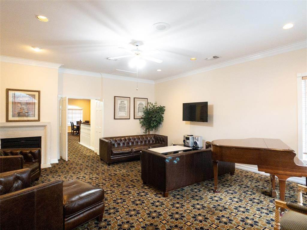 35. High or Mid-Rise Condo for Rent at 2100 Welch Street #C312 2100 Welch Street Houston, Texas 77019 United States