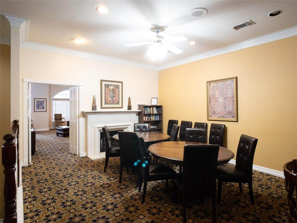 38. High or Mid-Rise Condo for Rent at 2100 Welch Street #C312 2100 Welch Street Houston, Texas 77019 United States