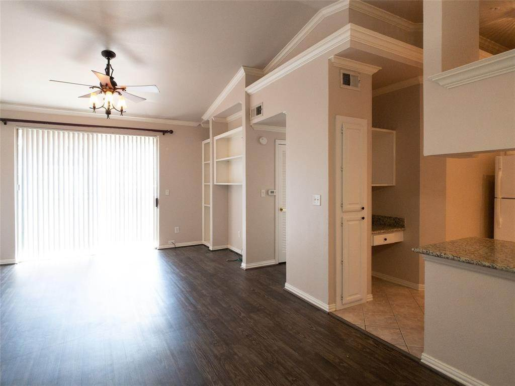 5. High or Mid-Rise Condo for Rent at 2100 Welch Street #C312 2100 Welch Street Houston, Texas 77019 United States