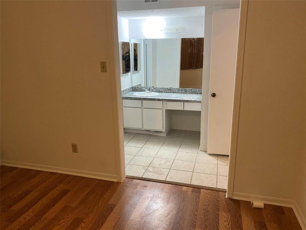19. Condo / Townhouse for Rent at 2800 Jeanetta Street #2004 2800 Jeanetta Street Houston, Texas 77063 United States