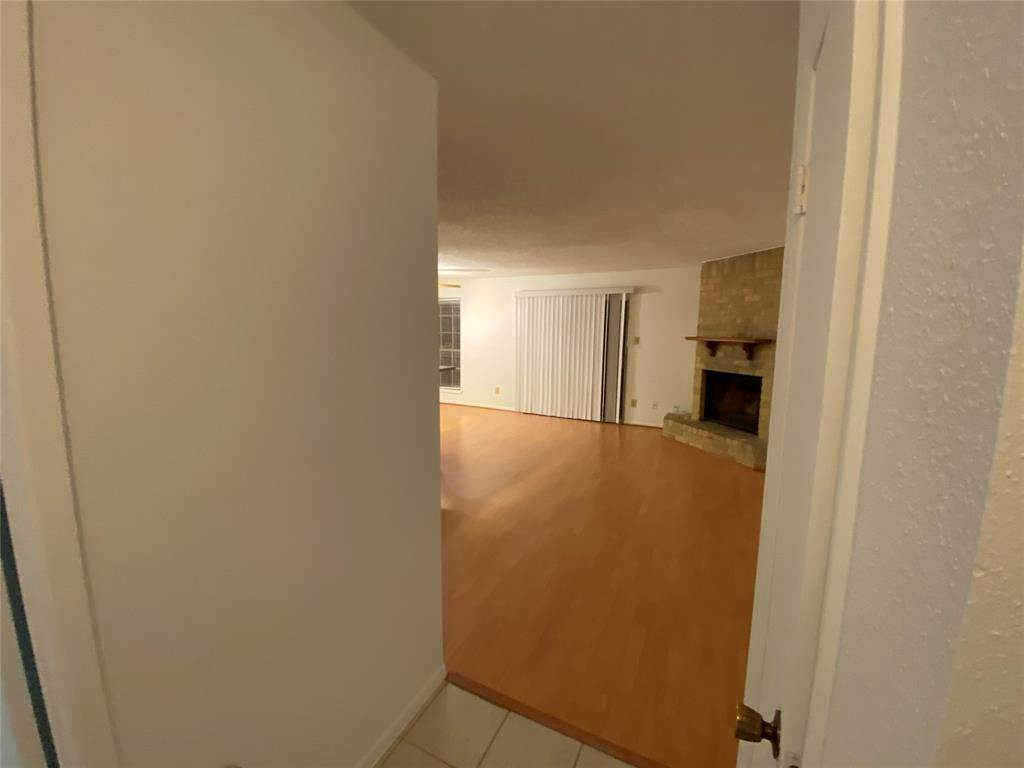 21. Condo / Townhouse for Rent at 2800 Jeanetta Street #2004 2800 Jeanetta Street Houston, Texas 77063 United States