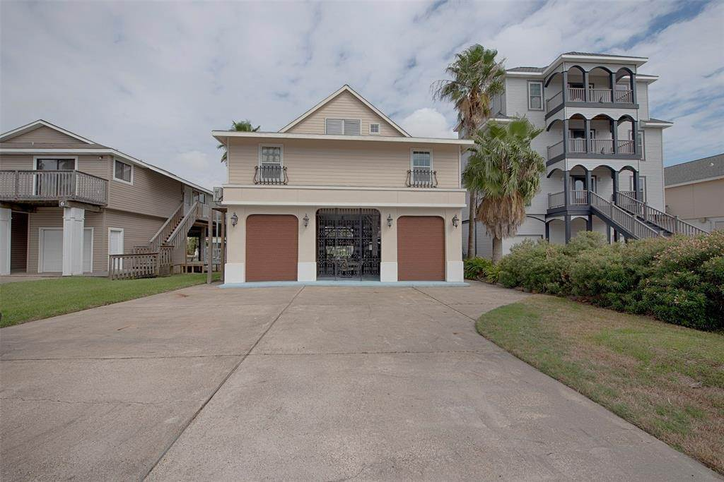 Single Family for Sale at 1822 Port O Call Street Tiki Island, Texas 77554 United States