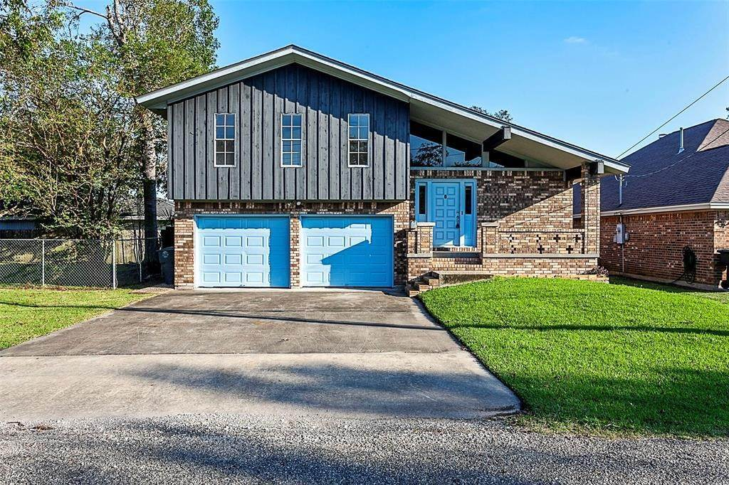 Single Family for Sale at 6470 Coolidge Street Groves, Texas 77619 United States