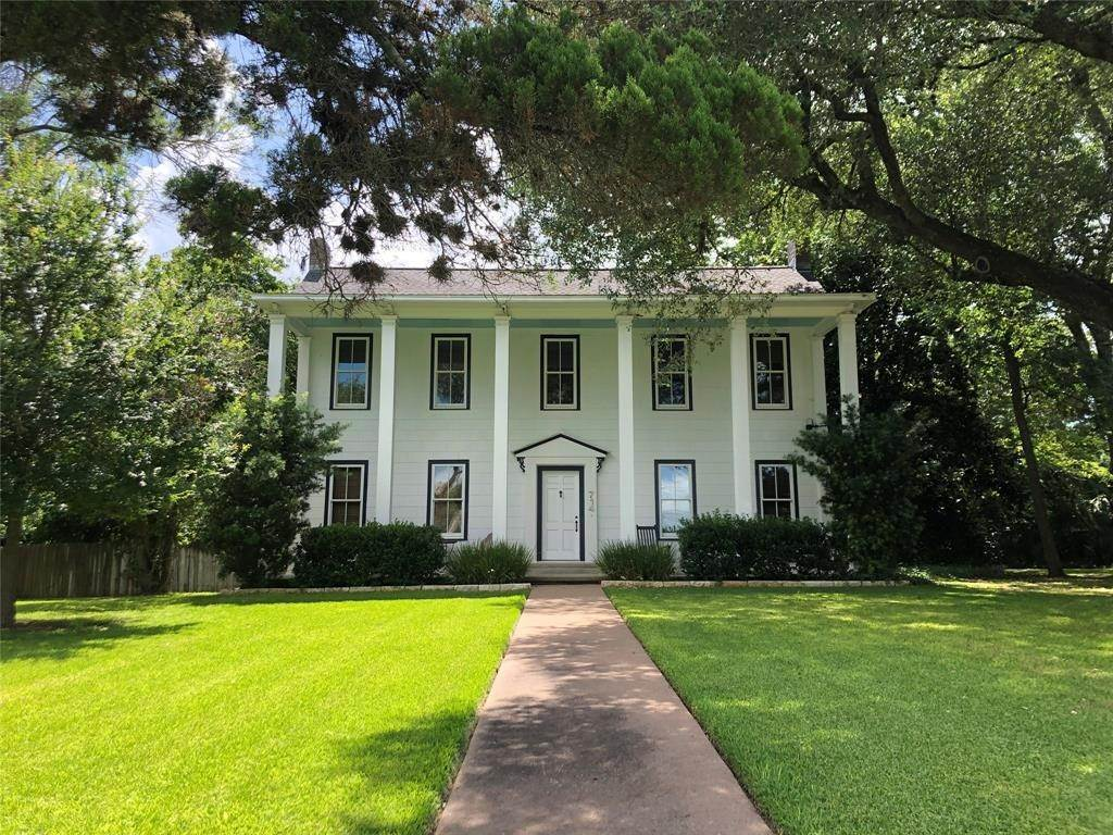 Single Family for Sale at 714 South College Street Weimar, Texas 78962 United States