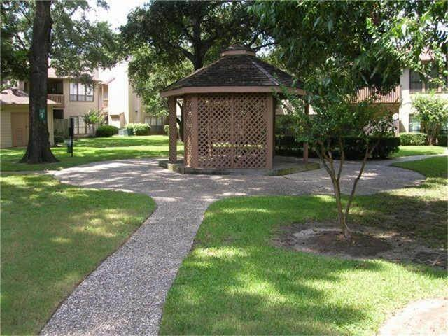 15. Condo / Townhouse for Rent at 5100 Milwee Street #123 5100 Milwee Street Houston, Texas 77092 United States