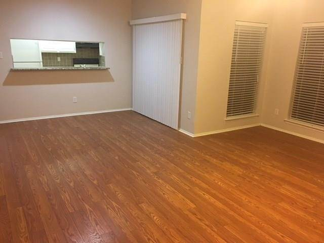 6. Condo / Townhouse for Rent at 5100 Milwee Street #123 5100 Milwee Street Houston, Texas 77092 United States