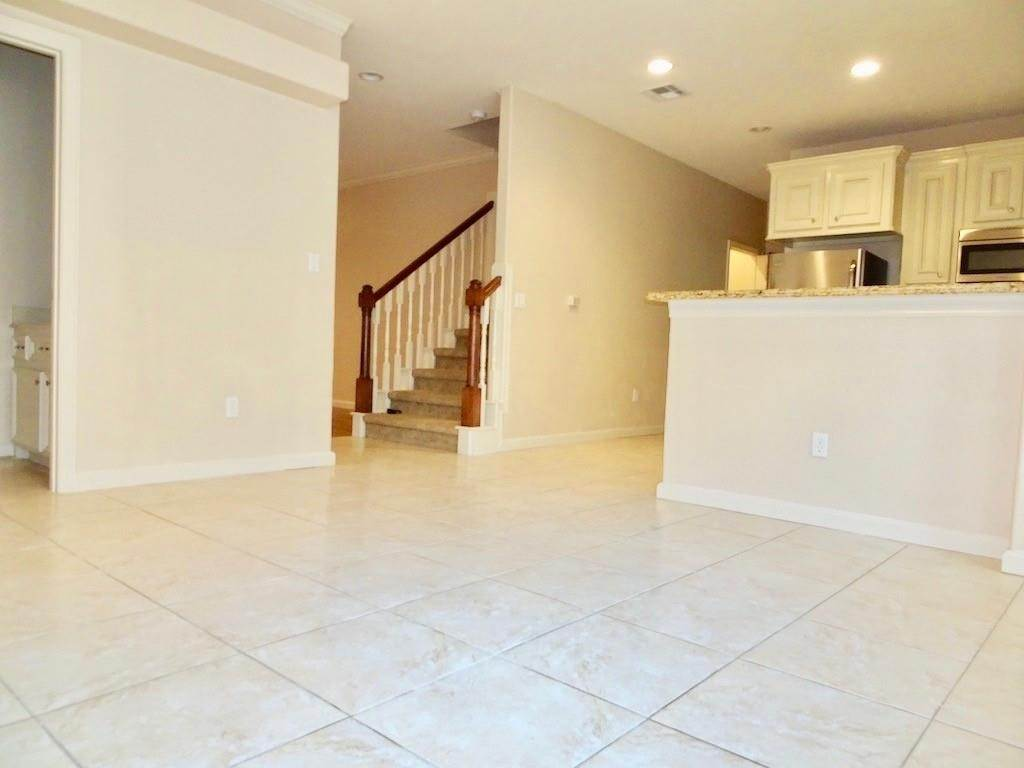 11. Condo / Townhouse for Rent at 1898 Longmire Road #5 1898 Longmire Road Conroe, Texas 77304 United States
