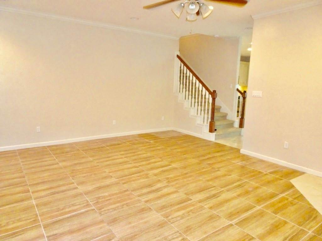 4. Condo / Townhouse for Rent at 1898 Longmire Road #5 1898 Longmire Road Conroe, Texas 77304 United States