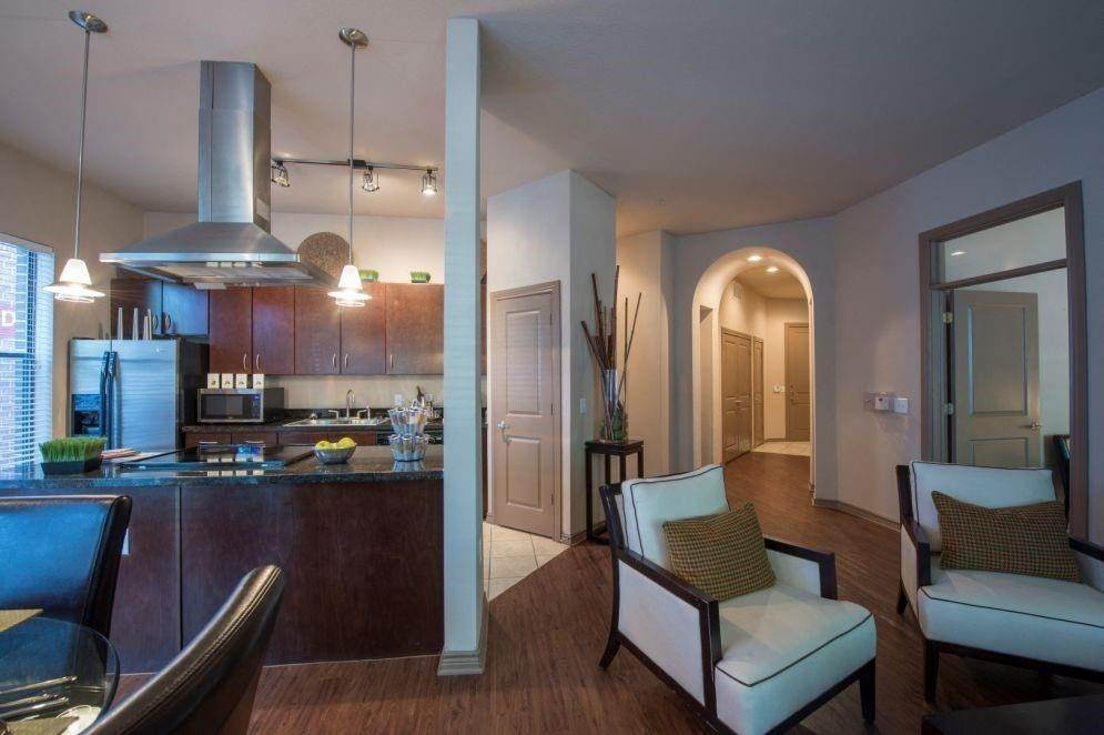 9. High or Mid-Rise Condo for Rent at 3616 Richmond Avenue #2119 3616 Richmond Avenue Houston, Texas 77046 United States