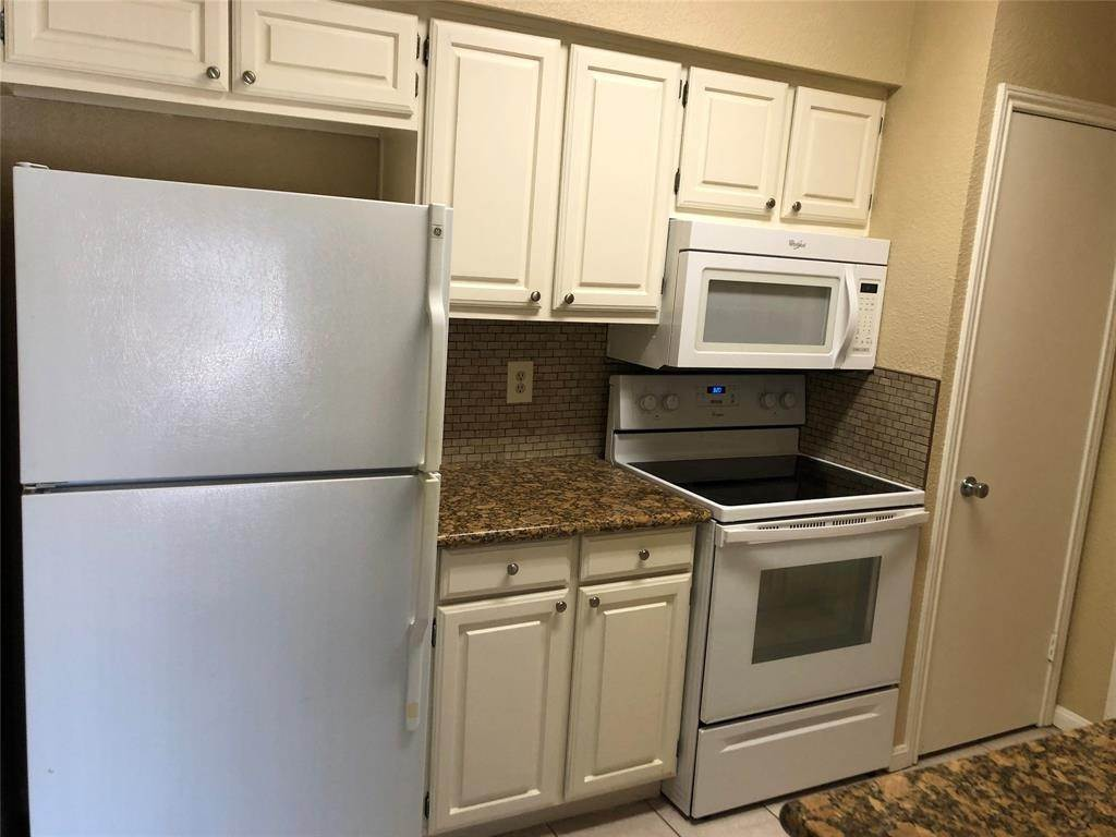 11. Condo / Townhouse for Rent at 2400 N Braeswood Boulevard #332 2400 N Braeswood Boulevard Houston, Texas 77030 United States