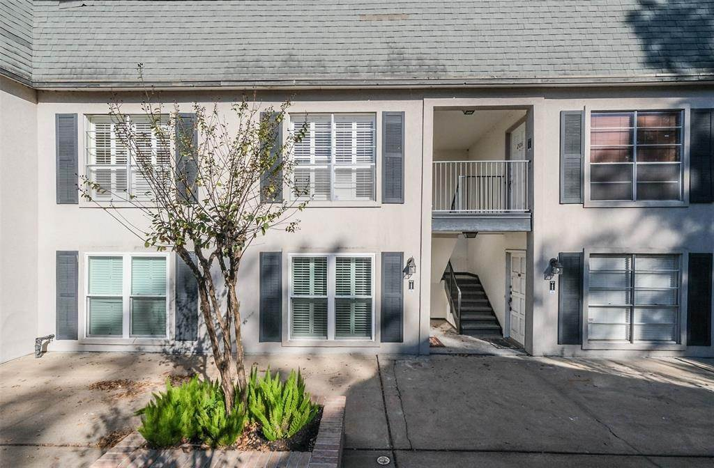 Condo / Townhouse for Sale at 1800 Stoney Brook Drive #105 1800 Stoney Brook Drive Houston, Texas 77063 United States