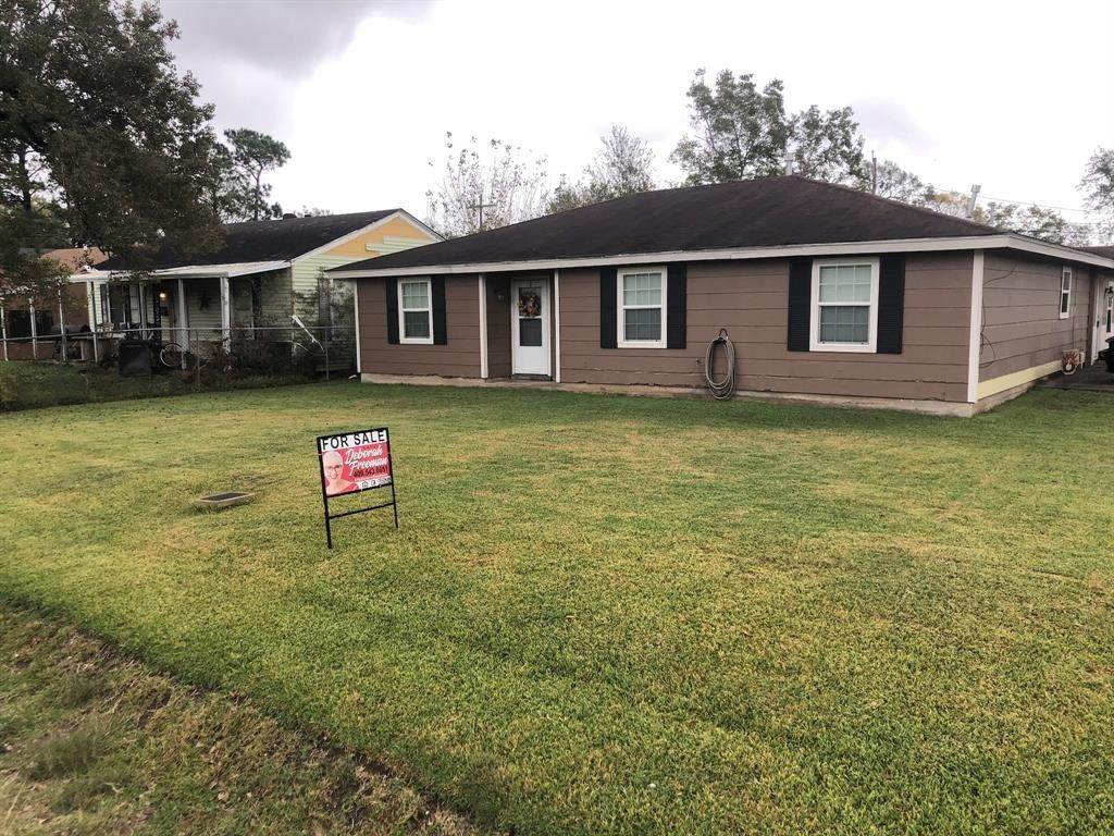 Single Family for Sale at 6950 32nd Street Groves, Texas 77619 United States