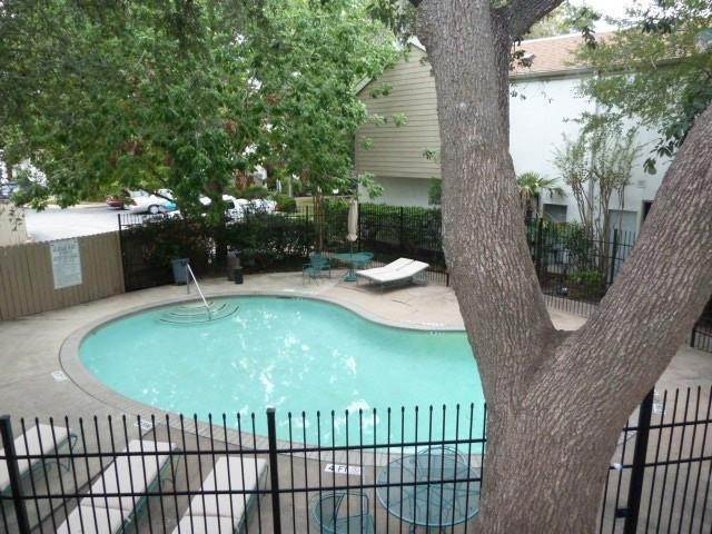 19. Condo / Townhouse for Rent at 2100 Tanglewilde Street #216 2100 Tanglewilde Street Houston, Texas 77063 United States