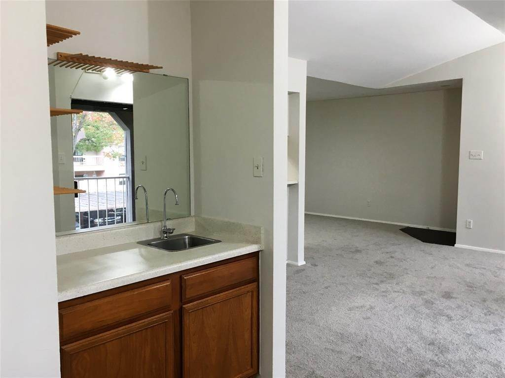 19. Condo / Townhouse for Rent at 2025 Augusta Drive #804 2025 Augusta Drive Houston, Texas 77057 United States