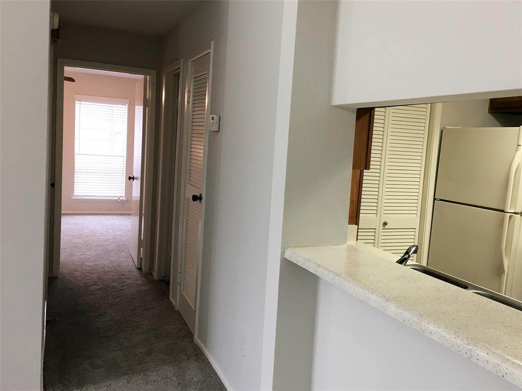 21. Condo / Townhouse for Rent at 2025 Augusta Drive #804 2025 Augusta Drive Houston, Texas 77057 United States