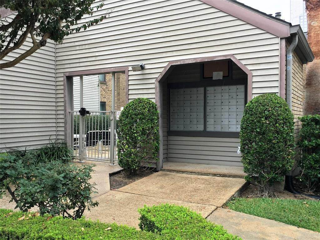 4. Condo / Townhouse for Rent at 2025 Augusta Drive #804 2025 Augusta Drive Houston, Texas 77057 United States