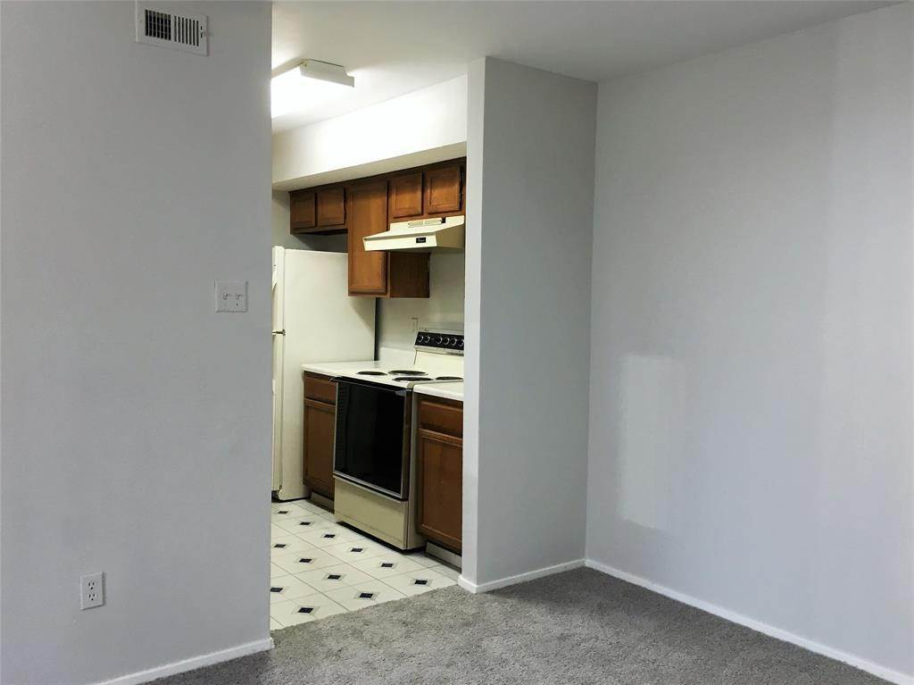 9. Condo / Townhouse for Rent at 2025 Augusta Drive #804 2025 Augusta Drive Houston, Texas 77057 United States