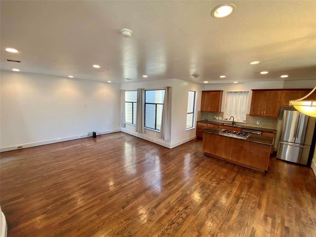 16. Condo / Townhouse for Rent at 2816 Rusk Street Houston, Texas 77003 United States