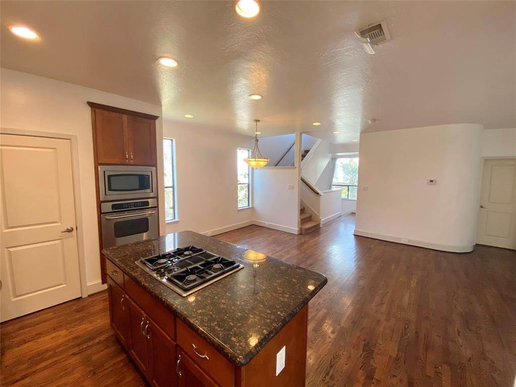 8. Condo / Townhouse for Rent at 2816 Rusk Street Houston, Texas 77003 United States