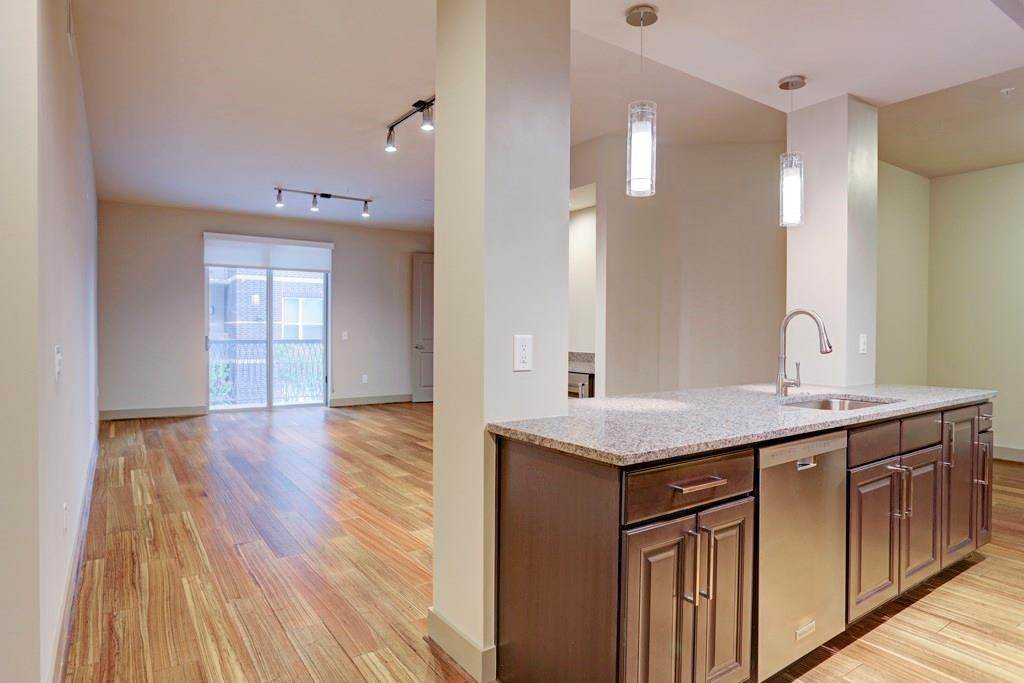 High or Mid-Rise Condo for Rent at 10401 Town And Country Way #225 10401 Town And Country Way Houston, Texas 77024 United States