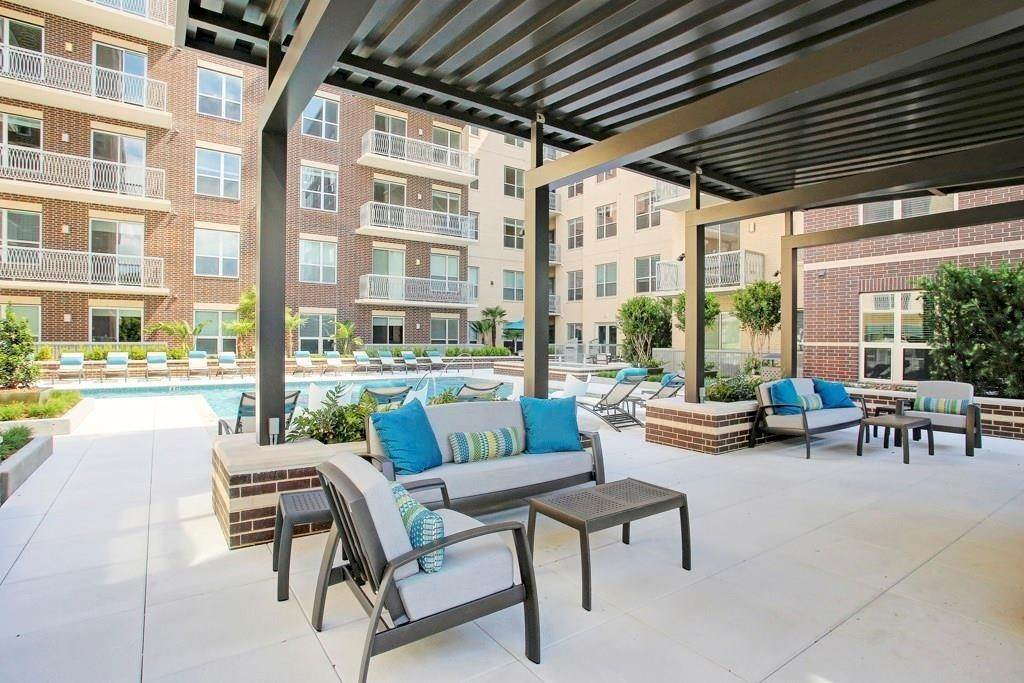 13. High or Mid-Rise Condo for Rent at 10401 Town And Country Way #225 10401 Town And Country Way Houston, Texas 77024 United States