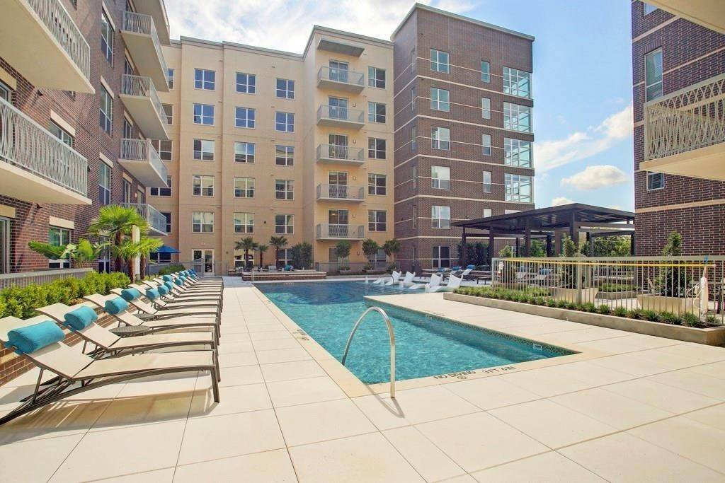 14. High or Mid-Rise Condo for Rent at 10401 Town And Country Way #225 10401 Town And Country Way Houston, Texas 77024 United States