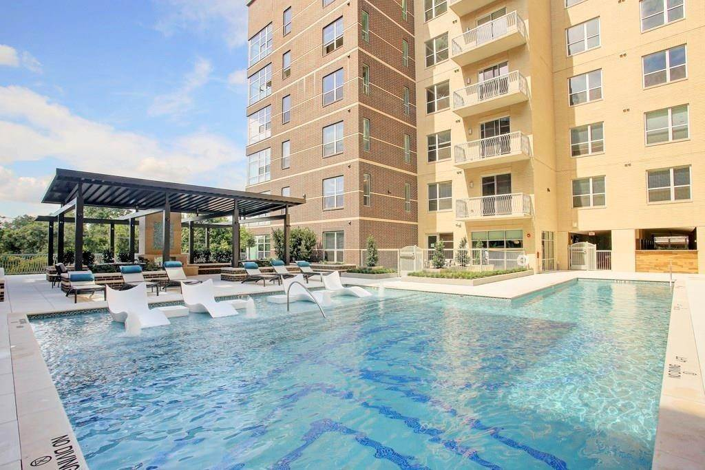 15. High or Mid-Rise Condo for Rent at 10401 Town And Country Way #225 10401 Town And Country Way Houston, Texas 77024 United States