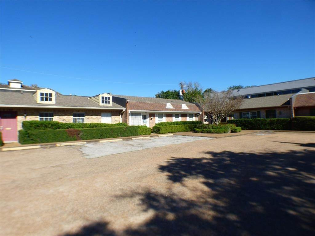 4. Condo / Townhouse for Rent at 4148 Bellaire Boulevard West University Place, Texas 77025 United States