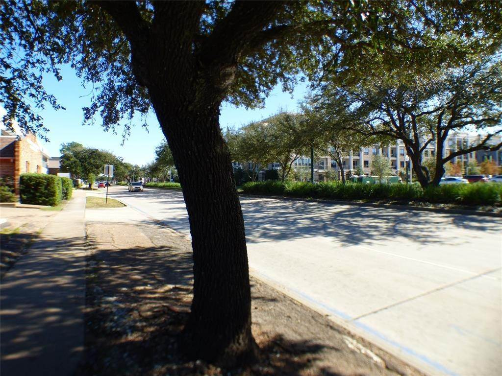 6. Condo / Townhouse for Rent at 4148 Bellaire Boulevard West University Place, Texas 77025 United States