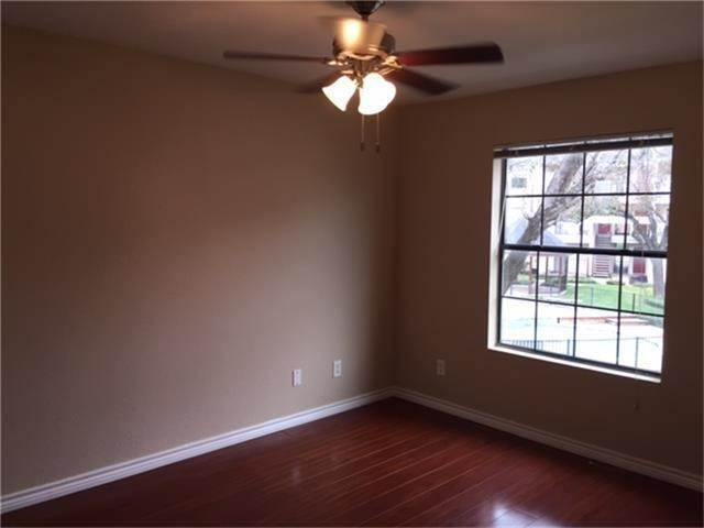 11. Condo / Townhouse for Rent at 2750 Holly Hall Street #1402 2750 Holly Hall Street Houston, Texas 77054 United States